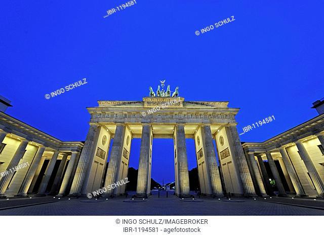 Brandenburg Gate in Berlin in the early morning, Germany, Europe