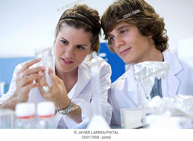 Polytechnic School, University of the Basque Country, Donostia, Gipuzkoa, Basque Country. Students, Lab of Chemical Industry and Electrochemical Engineering