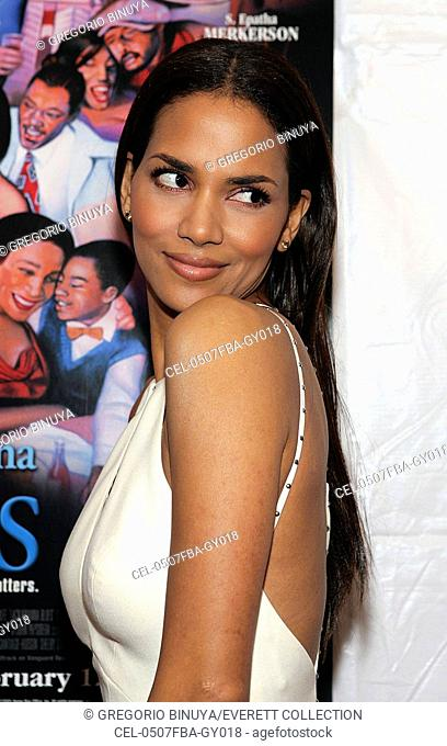 Halle Berry at arrivals for Lackawanna Blues HBO Premiere, Chelsea West Theaters, New York, NY, February 07, 2005. Photo by: Gregorio Binuya/Everett Collection