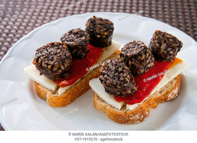 Spanish tapa: morcilla de Burgos with red pepper and cheese on toast