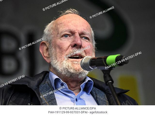 """29 November 2019, Baden-Wuerttemberg, Freiburg: The environmental scientist Ernst Ulrich von Weizsäcker will speak on stage at the """"""""Fridays for Future"""""""" action..."""
