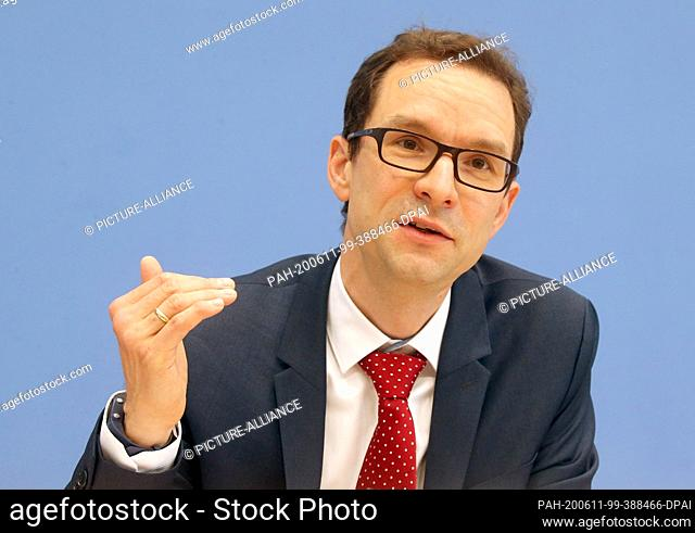 11 June 2020, Berlin: Holger Berg, Co-Head of the Digital Transformation Research Unit at the Wuppertal Institute, together with the Federal Minister for the...