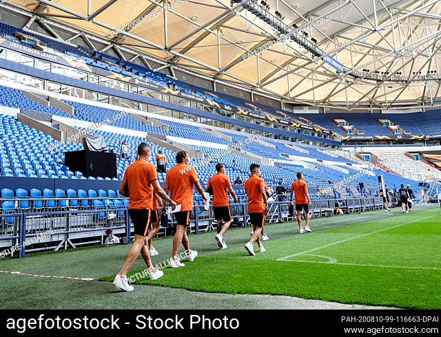 10 August 2020, North Rhine-Westphalia, Gelsenkirchen: Football: Europa League, before the quarter-finals Schachtjor Donezk - FC Basel in the Veltins-Arena