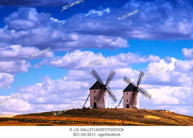 Spain, Castilla La Mancha, Ciudad Real, windmills at Puerto Lapice