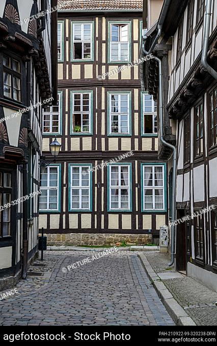 02 September 2021, Saxony-Anhalt, Quedlinburg: View of the facades of the half-timbered houses in the old town of the Unesco World Heritage city