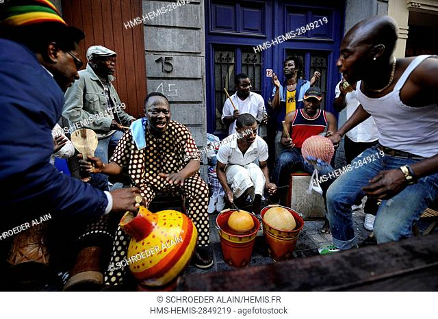 Belgium, Brussels, Matonge neighbourhood in Ixelles rue de la Longue-Vie, daily life during a local festival, Fidèle Affannou and his band Alafia playing in the...