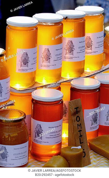 Honey at Santa Lucía country fair. Zumarraga, Urretxu. Guipúzcoa, Euskadi. Spain