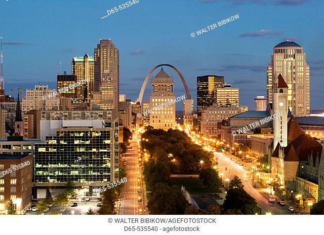 Downtown & Gateway Arch from the West at evening. St. Louis. Missouri, USA