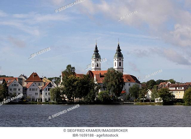 Lake Stadtsee and the twin towers of the Collegiate Church of St. Peter, Bad Waldsee, Ravensburg district, Upper Swabia, Bad-Wuerttemberg, Germany, Europe
