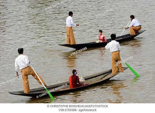 Myanmar, Shan State, Phaung Daw Oo village, Inle Lake festival, Leg rowers and offering bearers waiting for the the royal barge