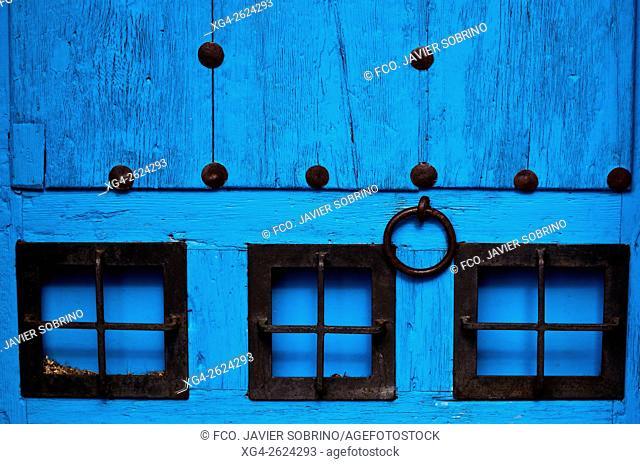 Detalle de una puerta - Cuenca, Castile-La Mancha, Spain