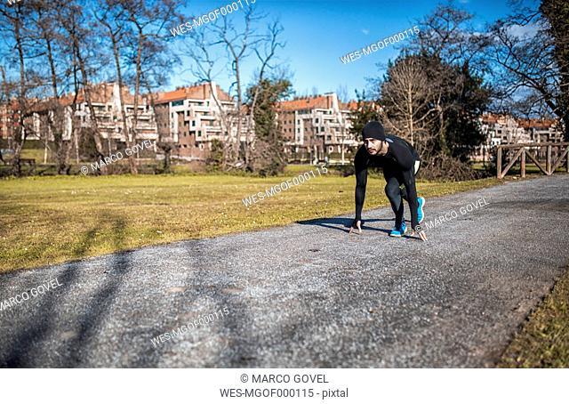 Spain, Gijon, runner in starting position in park