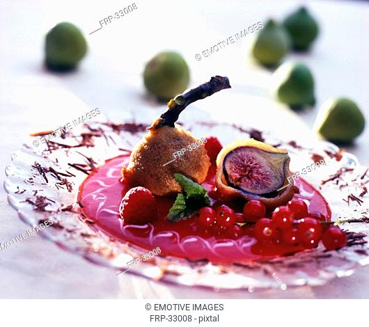 Deep-fried figs with fruity sauce