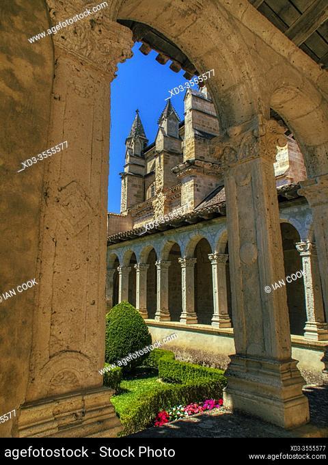 garden and cloisters, Eglise Notre Dame de Marmande, Marmande, Lot-et-Garonne Department, Nouvelle-Aquitaine, France