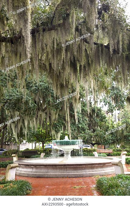 USA, Georgia, Fountain in park; Savannah