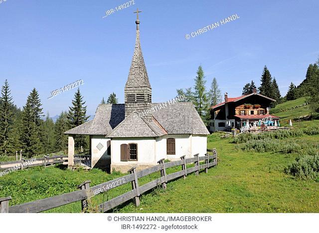 Chapel and Steinbergalm inn, Wilder Kaiser, Tyrol, Austria, Europe