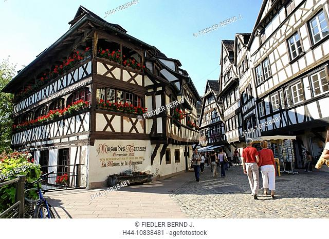 France, Europe, Bas-Rhin, Alsace, Strasbourg, Strassburg, Petit France, half-timbered houses, timber framing, Restaura