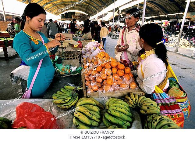 China, Yunnan province, Xishuangbanna region, Menghun, market day