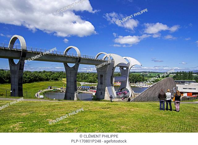 Falkirk Wheel, rotating boat lift connecting the Forth and Clyde Canal with the Union Canal, Stirlingshire, Scotland, UK