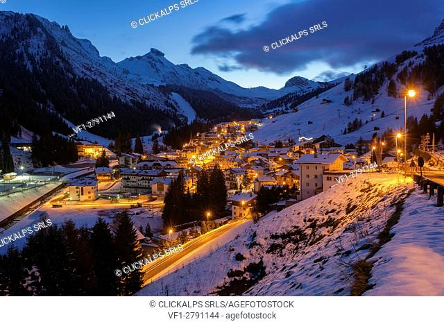 Europe, Italy, Veneto, Belluno. Winter night Scenery of Arabba, municipality of Livinallongo del Col di Lana, Dolomites