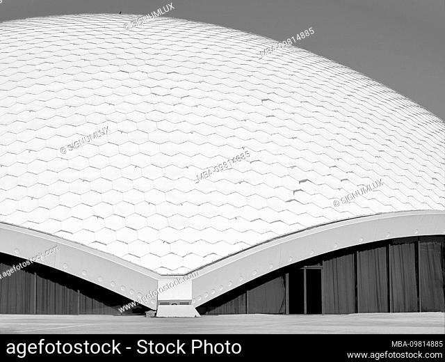 The shell of the roof of the jahrhunderthalle Frankfurt with its hexagonal shingles and stiffening at the edges