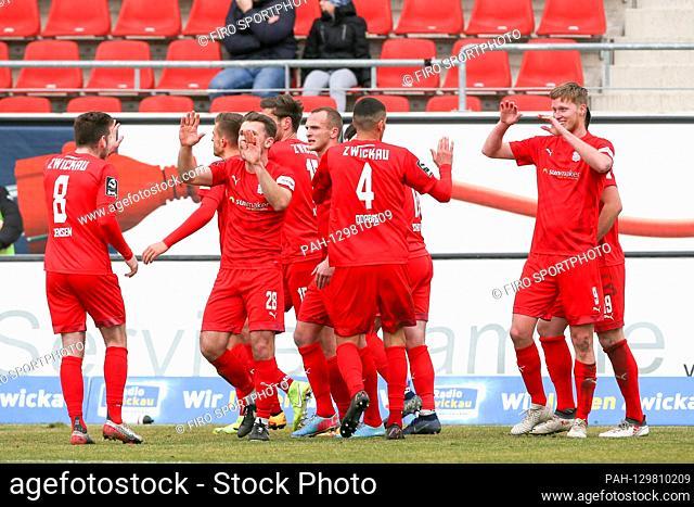 firo: 16.02.2020 Football, 2019/2020 3.Bundesliga: FSV Zwickau - MSV Duisburg In the picture: goal for Zwickau, Zwickau players around Gerrit Wegkamp (9