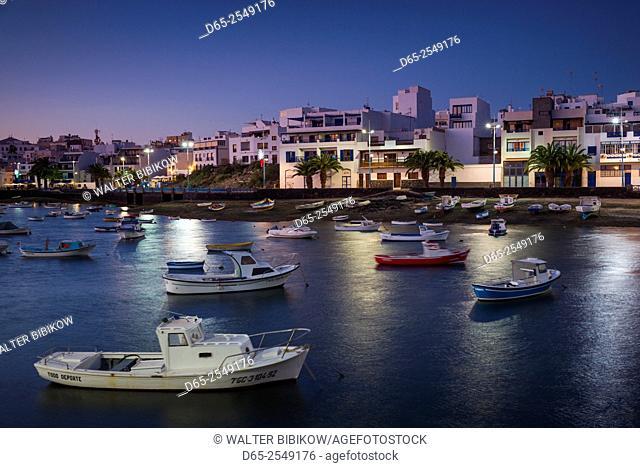Spain, Canary Islands, Lanzarote, Arecife, Charco de San Gines, fishing boats, dusk