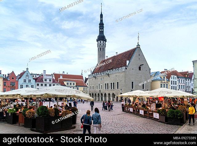 Estonia, Tallinn, Town Hall Square, restaurants and cafes