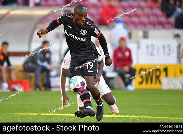 Moussa DIABY (Bayer Leverkusen), action, individual action, single image, cut out, whole body shot, whole figure, football 1st Bundesliga season 2020/2021, 3