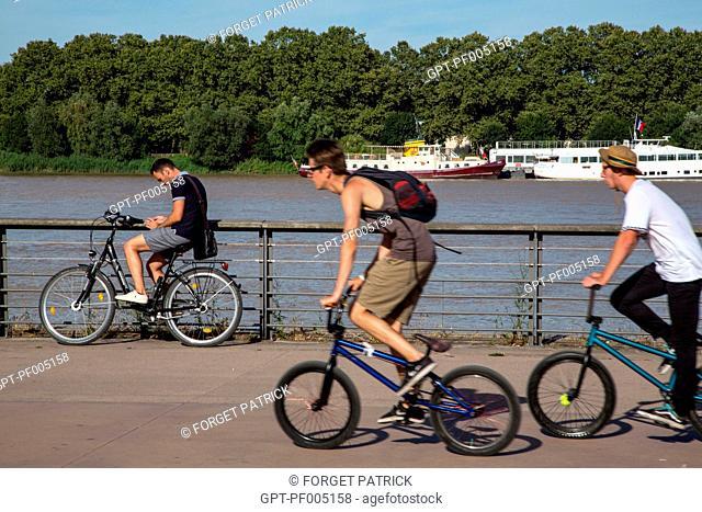 BIKE RIDE, FLOWERING PARKS, LOUIS XVIII QUAY, CITY OF BORDEAUX, GIRONDE (33), FRANCE