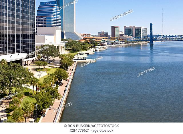 Northbank Riverwalk city park along St  Johns River in downtown Jacksonville, FL