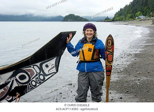 Visitor with Loo Plex, replica of the Bill Reid cedar canoe, Lootaas, Wave Eater, Skidegate, Haida Gwaii, formerly known as Queen Charlotte Islands