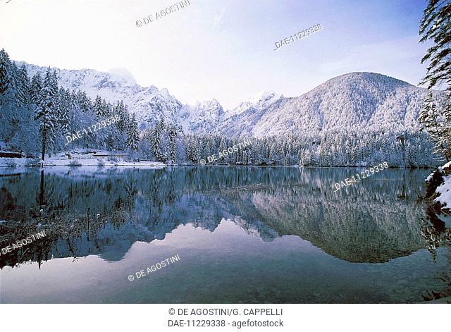 Peaks and snowy forests around Fusine lower lake (Weissenfelser See-Belopeska jezera), Fusine Lakes national park, Julian Alps, Friuli-Venezia Giulia, Italy