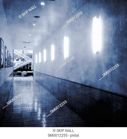 An empty hallway in a mall