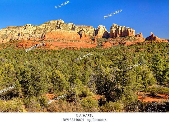 red rocks northwest of Sedona in morning light, USA, Arizona, Mogollon Rim, Sedona