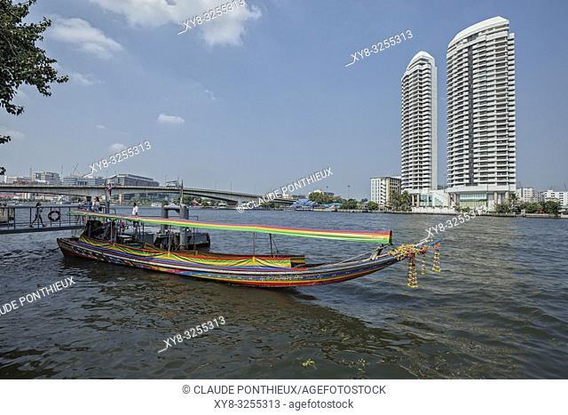 Long tail boat waiting for tourists on the Chao Praya River, Bangkok, Thailand