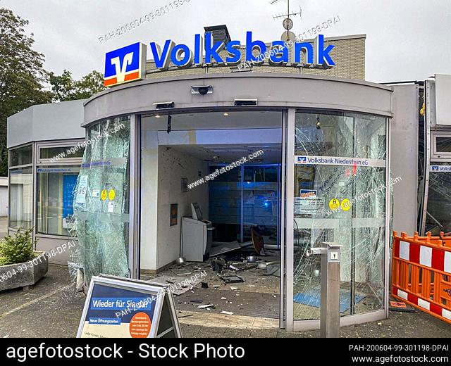 04 June 2020, North Rhine-Westphalia, Moers-Kapellen: The vestibule of a branch of the Volksbank is devastated after an ATM was blown up by unknown persons...