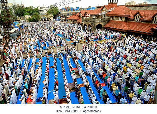 people celebrating eid ul fitr festival, bandra, mumbai, maharashtra, India, Asia