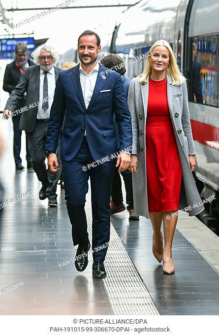 15 October 2019, Hessen, Frankfurt/Main: Crown Princess Mette-Marit and Haakon, Crown Prince of Norway, get off the literature train at Frankfurt Central...