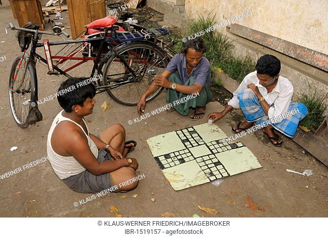 Rickshaw drivers playing a board game, historic centre, Yangon, Rangoon, Myanmar, Burma, Southeast Asia, Asia