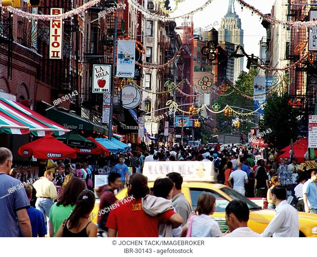 USA, United States of America, New York City: Little Italy, shops and Restaurants on Mulberry Street