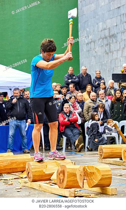 Competition of female Aizkolaris, Cutting of logs, Plaza de la Trinidad, Feria de Santo Tomás, The feast of St. Thomas takes place on December 21