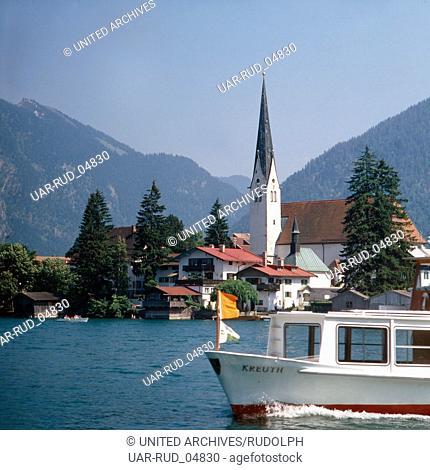 Reise nach Deutschland, Bayern. Travel to Germany, Bavaria. Rottach Egern am Tegernsee, Oberbayern. Rottach Egern at the lake Tegernsee in Upper Bavaria