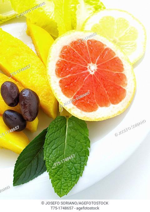 Salad of mango, grapefruit, lemon and olives