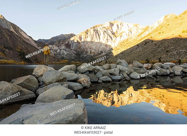 USA, California, Yosemite National Park, Mammoth lakes, hiker at Convict Lake