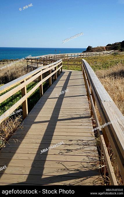 Europe, Portugal, Algarve region, Lagos, Algarve coast, Atlantic Ocean, Ponta da Piedade, footpath along the coast, wooden pier