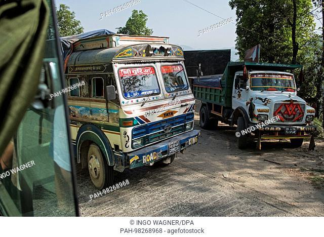 Bustour from Kathmandu to Pokhara/Nepal. | usage worldwide. - Kathmandu/Nepal