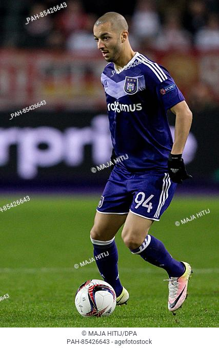 Sofiane Hanni of Anderlecht plays the ball in the Europa League match between RSC Anderlecht and FSVMAinz 05 on the 4th match day, group C