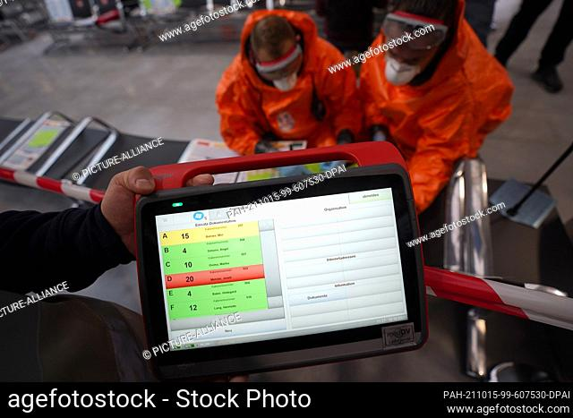 15 October 2021, Hamburg: A tablet PC is used to record patient data by rescue workers during a large-scale exercise to prepare for emergencies in epidemic...
