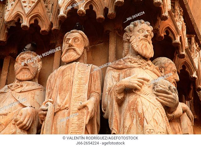 Detail of facade of the Cathedral Basilica of Santa María, early Gothic, (s. XII - XIV). Tarragona